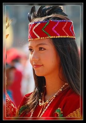 Foto Gadis Dayak yang terkenal karena kecantikannya