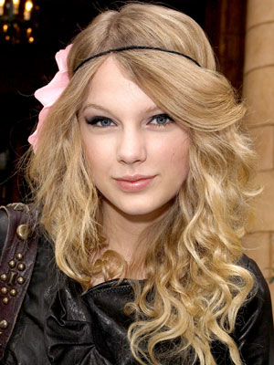 How To Do Taylor Swift Curls. Taylor Swift, How To Get Her