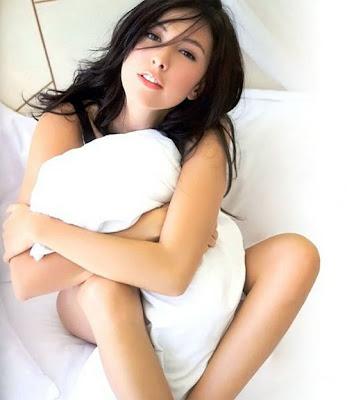 Foto cewek bugil - Cewek Telanjang peluk bantal