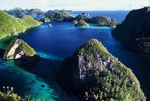 Pemerintah untuk menyelamatkan industri pariwisata indonesia,adalah