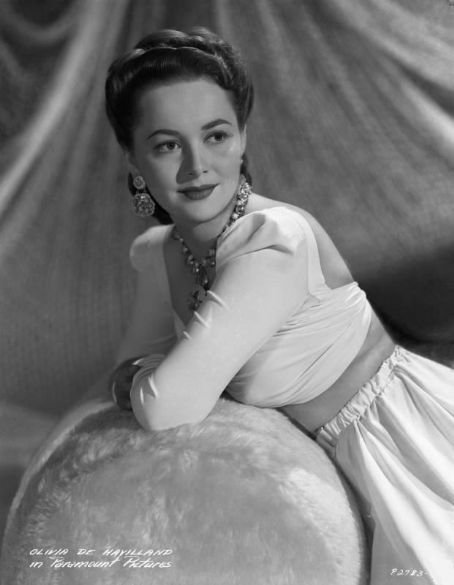 The golden age of hollywood star of the week olivia de for Joan fontaine and olivia de havilland feud