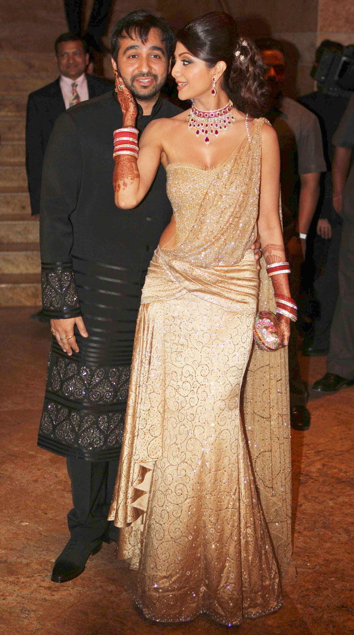 Shilpa Shetty Wardrobe Malfunction at Reception Party Video Pictures