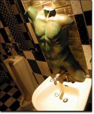 [Image: unusual-toilets-07.jpg]