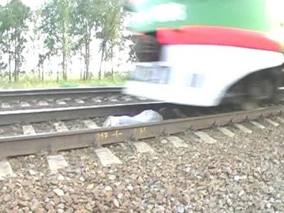 http://3.bp.blogspot.com/_SqhhJb_P3Kk/SclbV24IXxI/AAAAAAAAGCM/xdTCKlE1IMM/s400/Trainspotting+middle.jpg