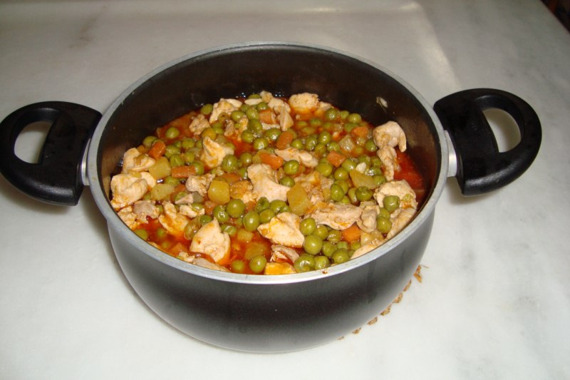 Şule'nin Mutfağı: Tavuklu Bezelye Yemeği
