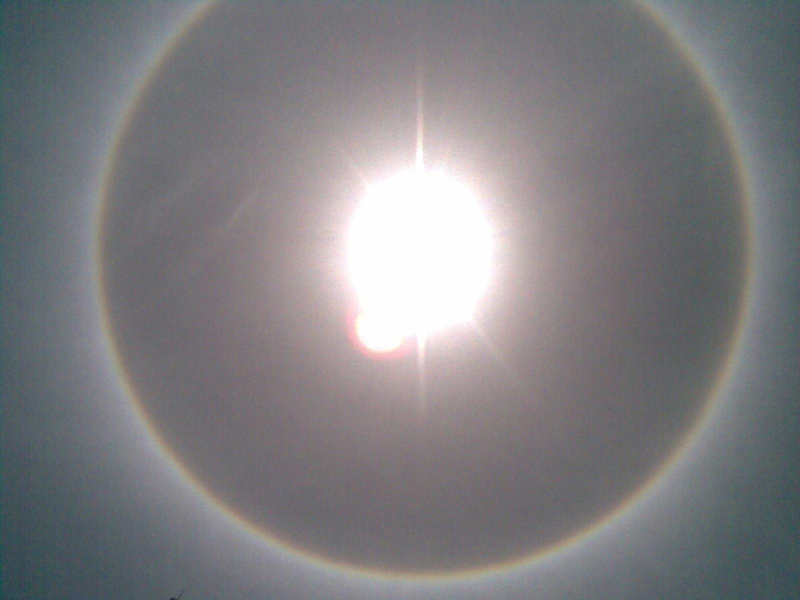 Pelangi Mengelilingi Matahari | Halo Matahari di Padang