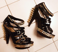 GOLD SPIKES SHOES
