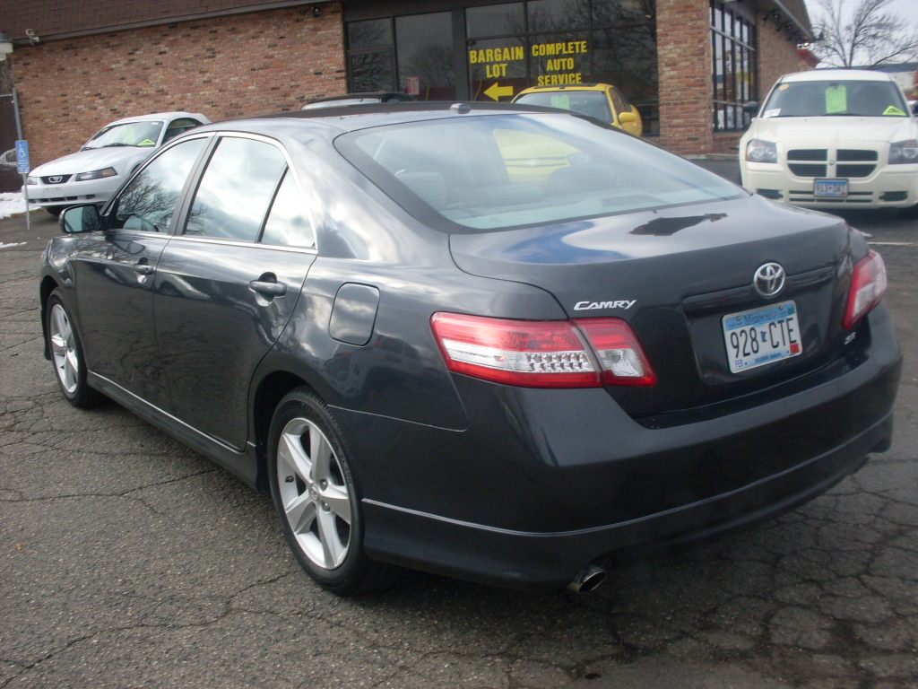 2010 toyota camry se le 4 door 4 cyl 2 to choose from. Black Bedroom Furniture Sets. Home Design Ideas