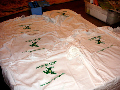 Juggling Frogs: making Gocco t-shirts