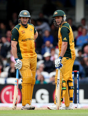 Mike and David Hussey during a mid pitch discussion