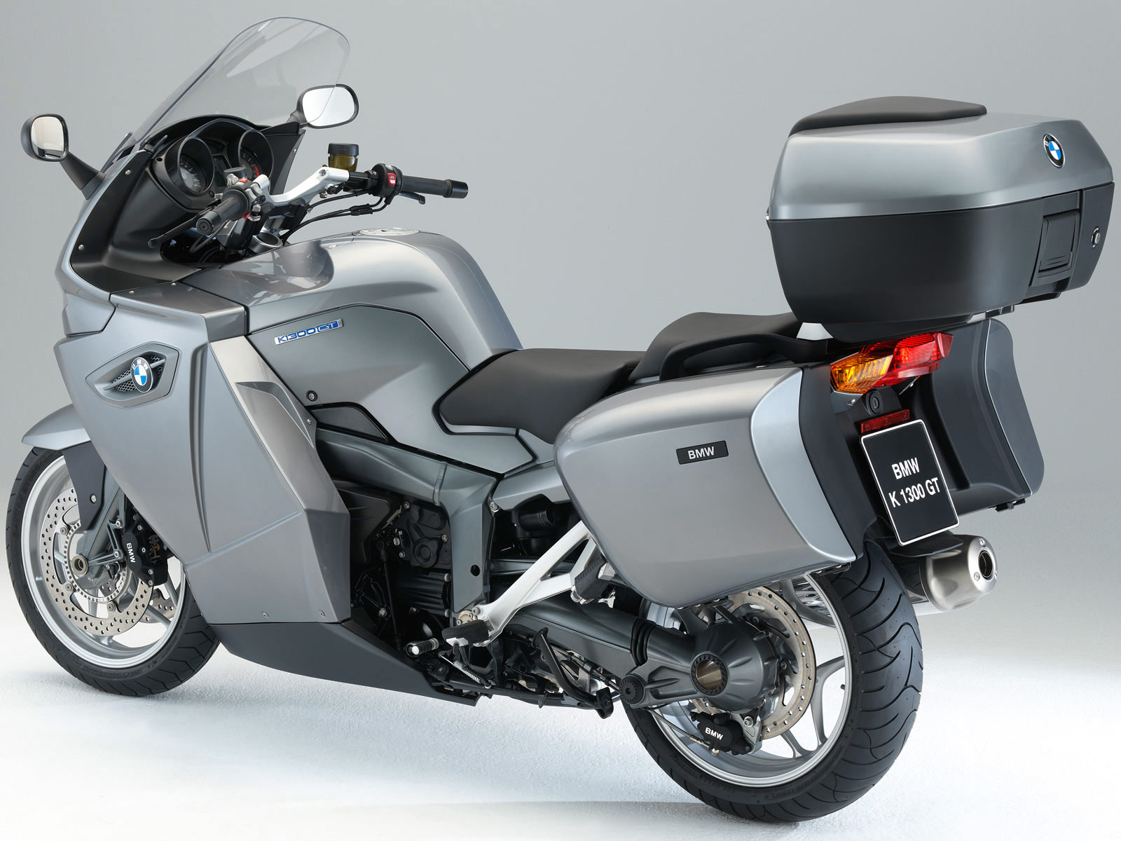 2010 bmw k 1300 gt motorcycle desktop wallpaper. Black Bedroom Furniture Sets. Home Design Ideas