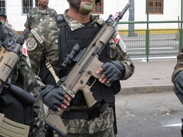 EL NUEVO FUSIL DEL EJERCITO PERUANO  Assault_rifle_fn_herstal_scar_military_parade_188th_anniversary_peru_independence_day_peruvian_army_002