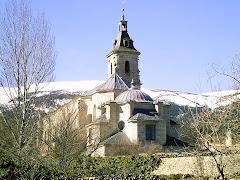 Monasterio del Paular, con sierra nevada al fondo...