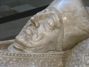 Busto yacente de obispo