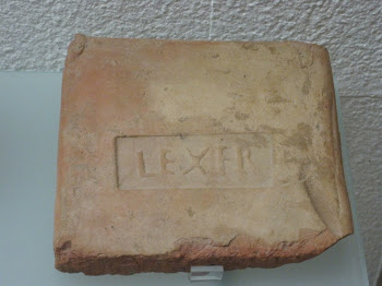 """Ladrillo de Jerusalén con la impronta """"Le(gio).X.Fr(etensis)"""""""