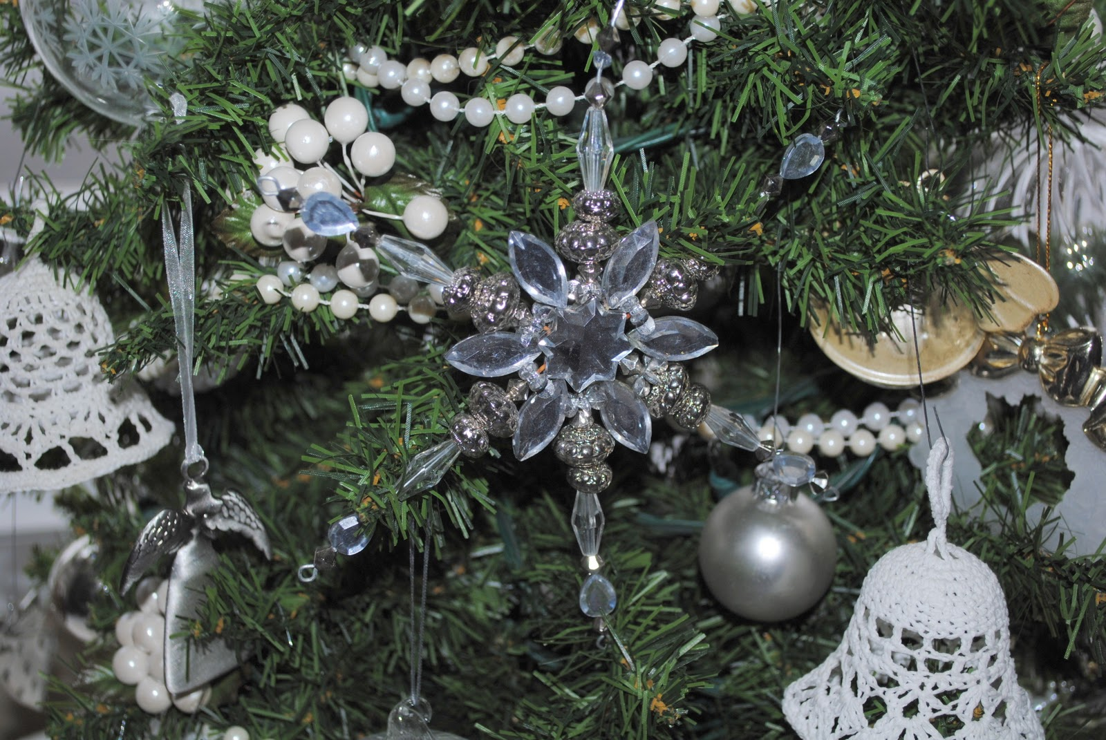 Rustic Maple: White and Sparkly Tree ~ Canadiana Christmas Stop Six