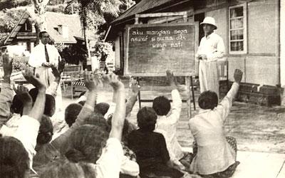 [Sukarno+mengajar.jpg]