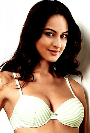 wallpaper of sonakshi sinha in bikini. /sonakshi-sinha-ikini-001