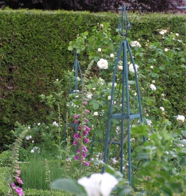 Bliss garden design 101 the white garden for Garden design 101