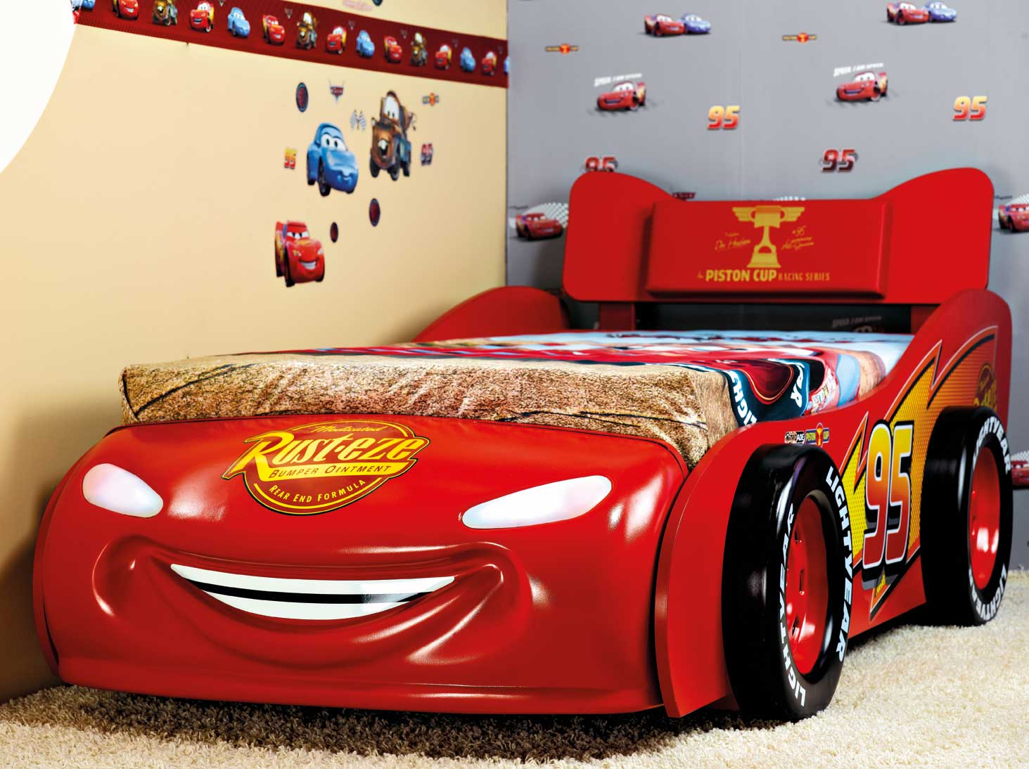 pin lit flash mcqueen cars disney on pinterest. Black Bedroom Furniture Sets. Home Design Ideas