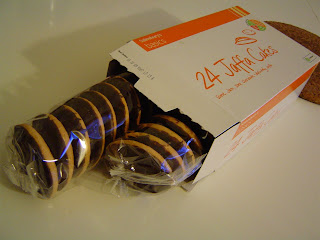 how to eat a jaffa cake