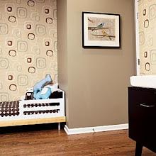 Sudut ruangan cantik menggunakan wallpaper