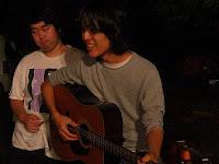 スマイリーギター青年