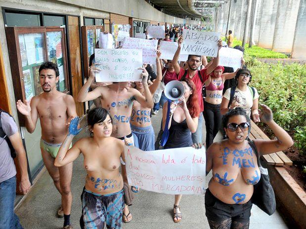 Em apoio a Geisy da Uniban, alunos da UnB tiram a roupa