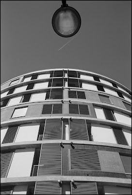 arquitectura farola y nube