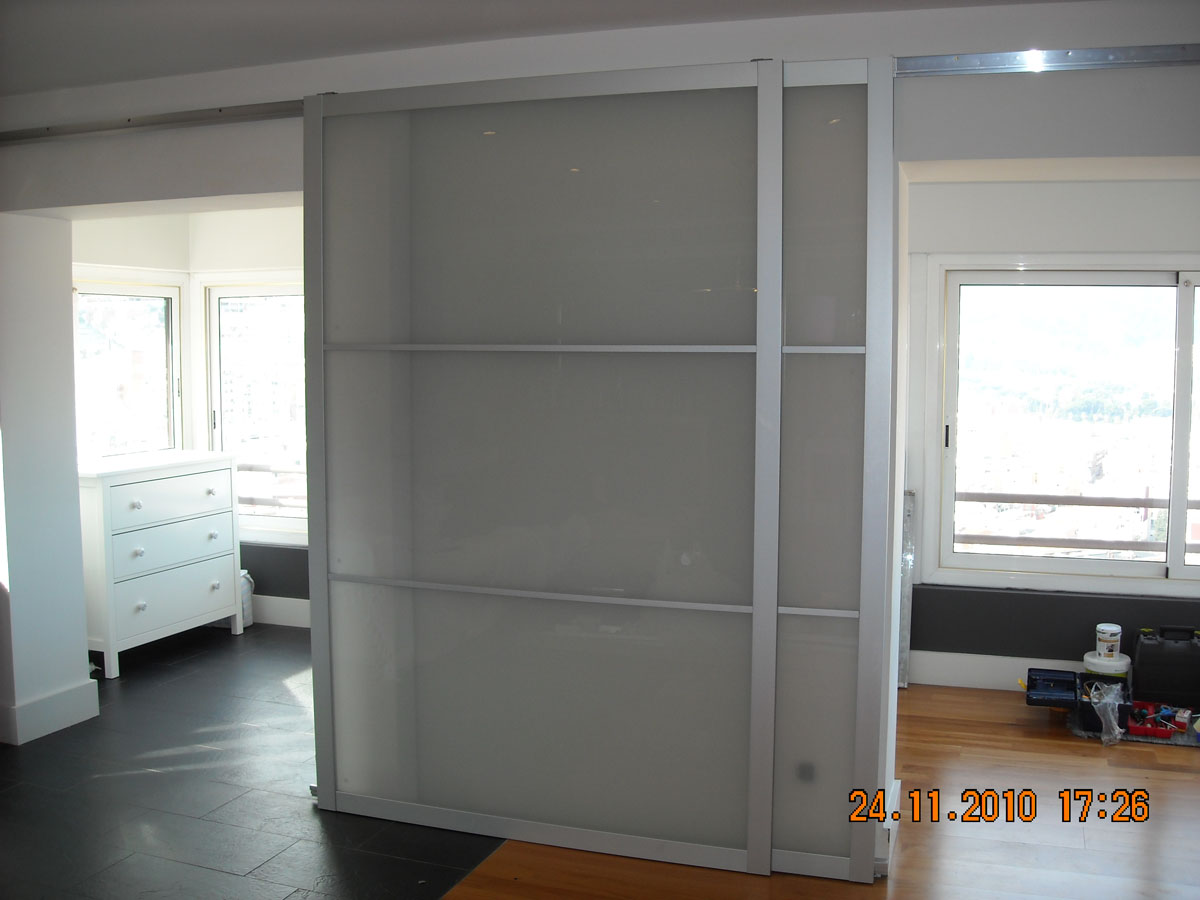 bricolatge a domicili puerta corredera ikea lyngdal. Black Bedroom Furniture Sets. Home Design Ideas