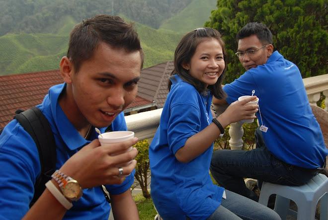 minum petang kat bharat tea farm