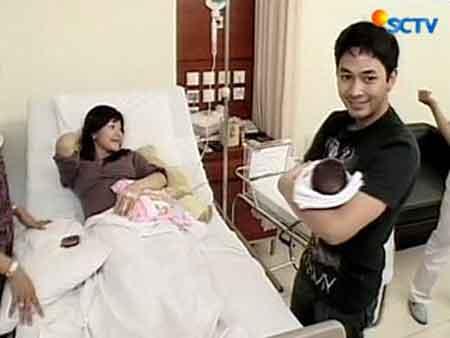 melahirkan Metha Yunatria Melahirkan - Istri Uki Peterpan