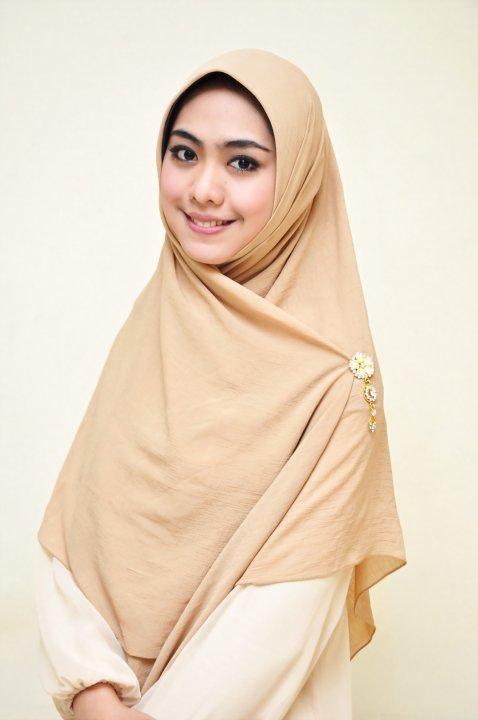 Oki Setiana Dewi tanpa jilbab