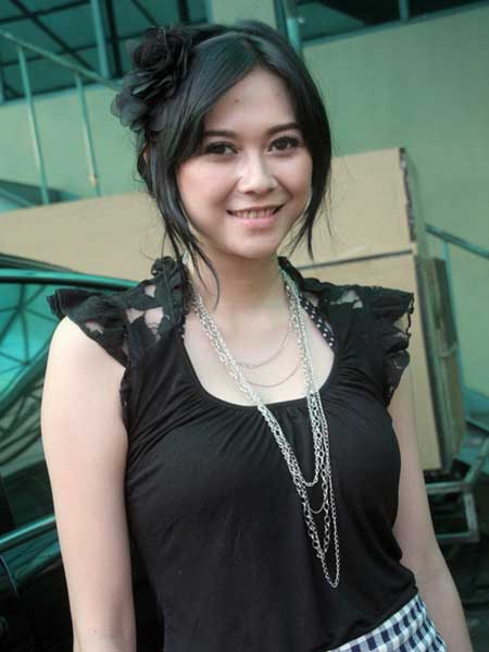 aura kasih pic photo
