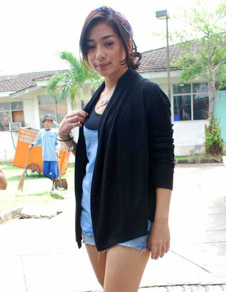 paha mulus artis nikita willy sexy
