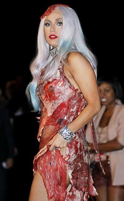 Foto Lady Gaga Dengan Gaun Daging Mentah