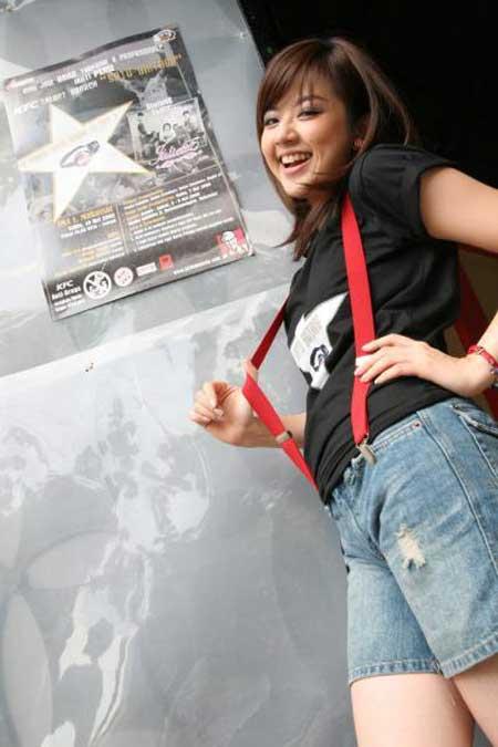Foto Franda | Gambar Presenter Cantik Indonesia celebrity style artis hot bugil telanjang