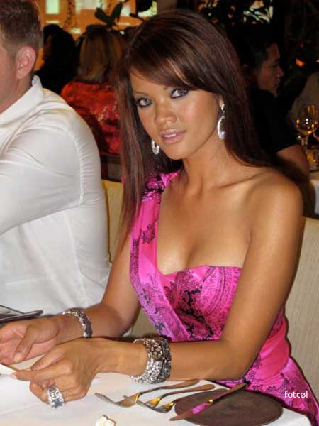 Foto dan gambar Seksi Farah Quinn with Pink Gown