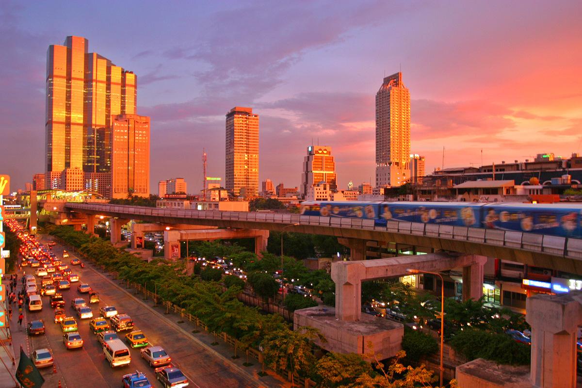 http://3.bp.blogspot.com/_T744-jreHhM/TNFB72U5huI/AAAAAAAAADU/vlS-yM8JwtY/s1600/Bangkok_skytrain_sunset.jpg