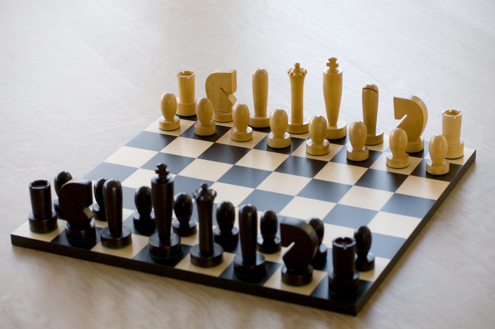 Ok holiday product 3 moderne chess set ok - Simple chess set ...