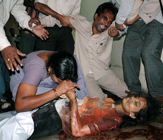 http://3.bp.blogspot.com/_TCOBeGS9SxI/STzCayVl04I/AAAAAAAAJq8/nf7-4bUw0DQ/s320/Bomb+blast+in+Hyderabad+4.jpg