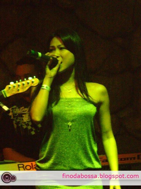 Francine Missaka vocalista que substituiu Tininha