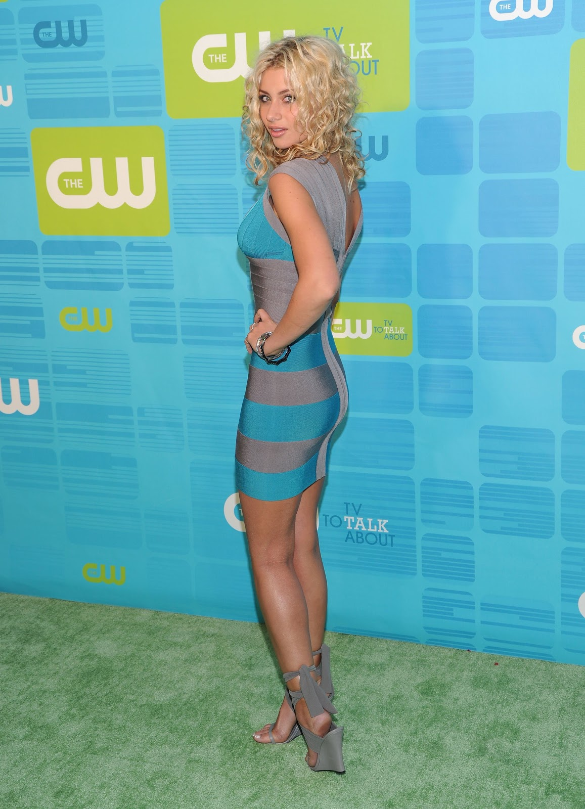 Aly Michalka Bio And Picture As Peoples Choice Awards 2011