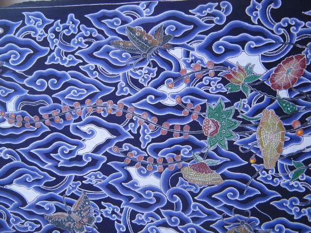 "Explore Indonesia: Batik: ""Writing A Point"""