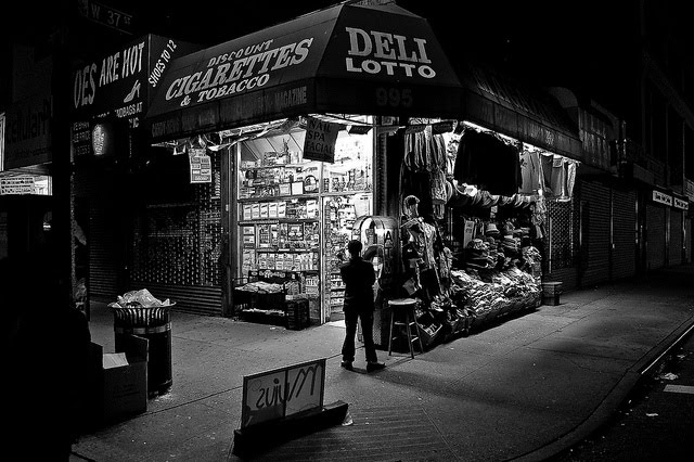 Walk In New York - New York Street - Deli Lotto - The Shop Around the Corner