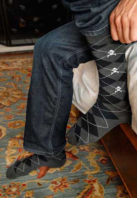 oberon argyle socks with skull motif