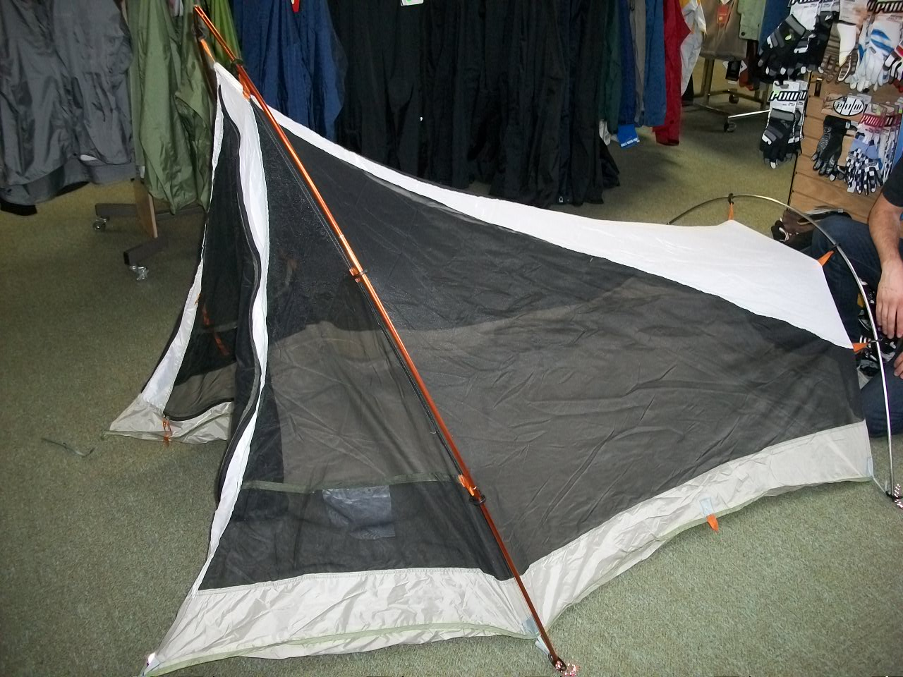 This is a 2 person tent. Packed weight apparently 4lbs 6 oz. Minimum weight 3 lbs 13oz. Non-freestanding with an interesting comes to a point set up. & The Tent Archives: Mountain Hardwear Lightpath 2