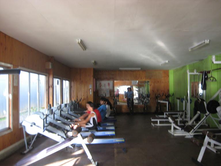 Vida sana cuerpo sano: Mujeres en el gimnasio Pacific practican ...