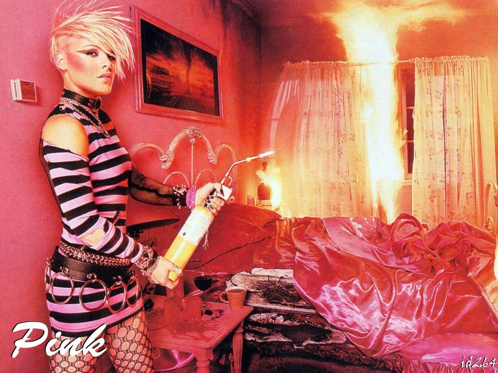 http://3.bp.blogspot.com/_TJerLqspslc/TNuEWHAm6cI/AAAAAAAAACc/zvdGsCRAPOc/s1600/Pink-in-pink-room-wallpaper.jpg