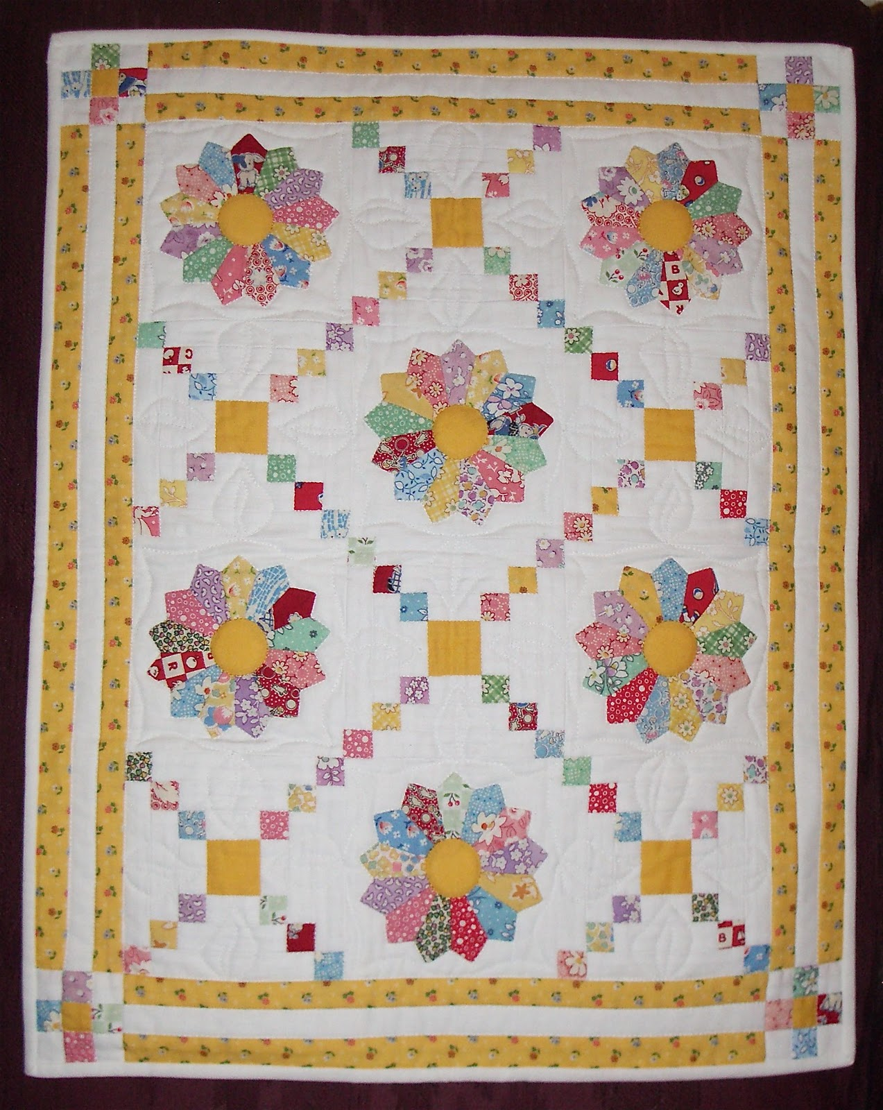 lovely layout Quilts - Dresden Plate Pinterest